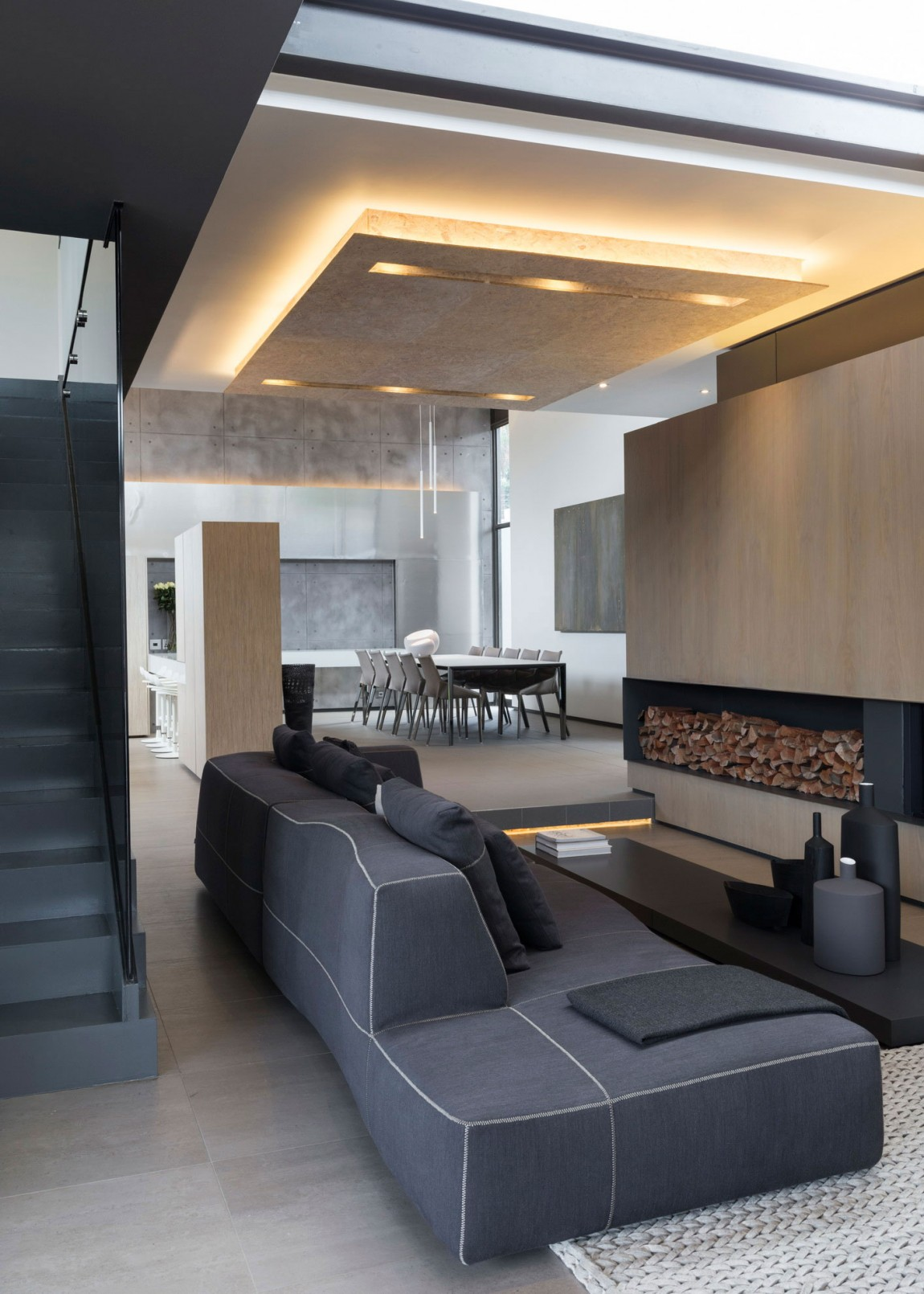 Grey sofa in House Sar by Nico van der Meulen Architects