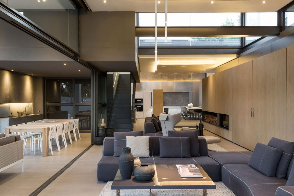 Modern living room in House Sar by Nico van der Meulen Architects