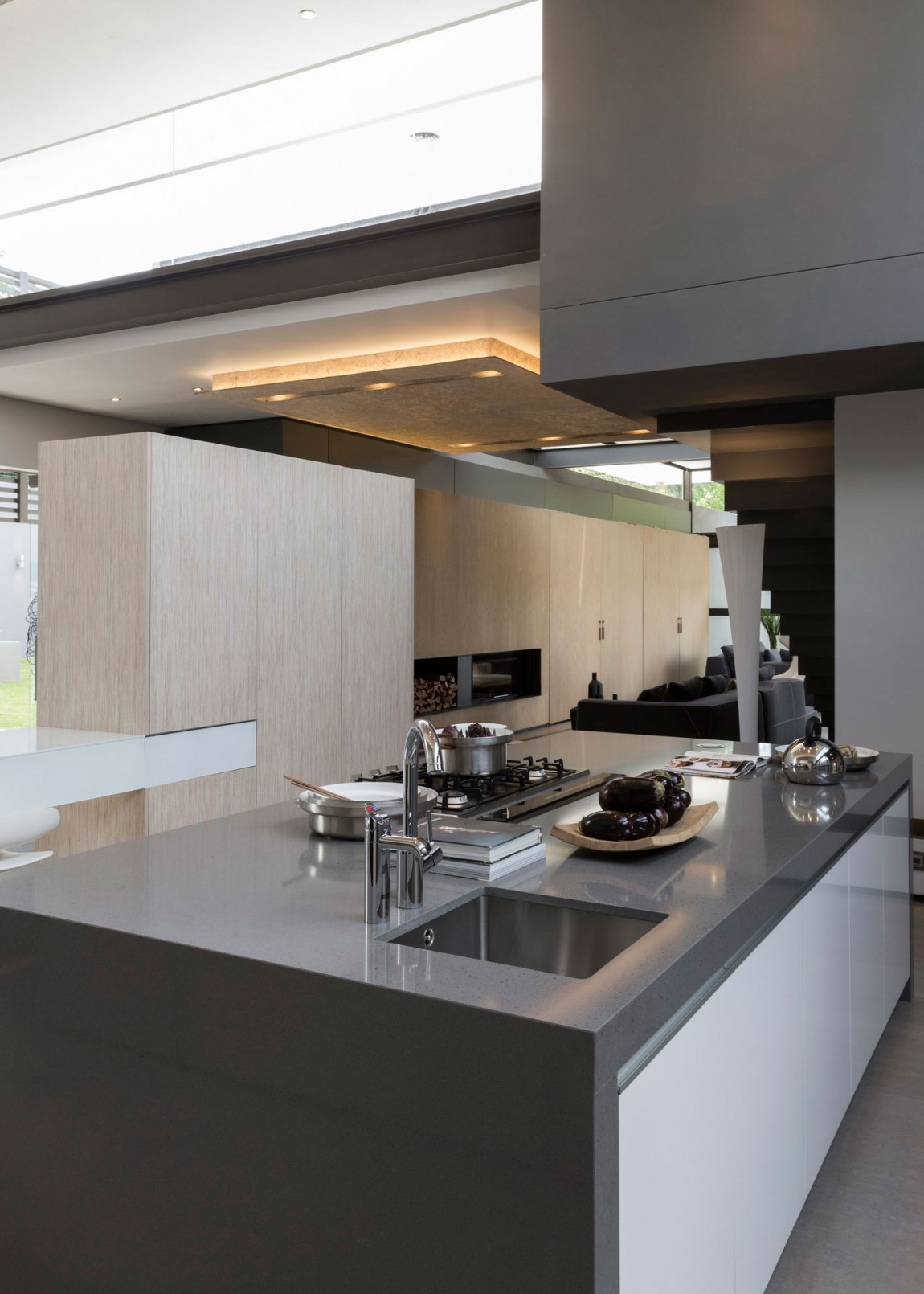 Modern kitchen island in House Sar by Nico van der Meulen Architects