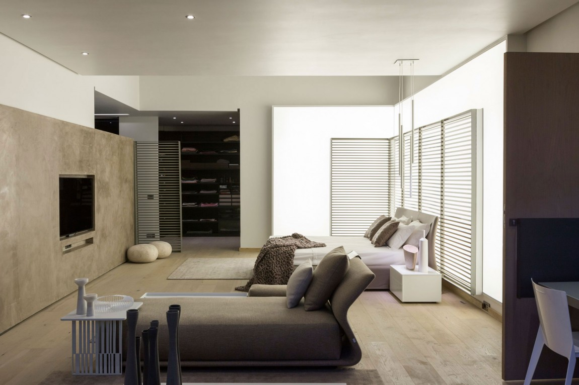 Bright master bedroom in House Sar by Nico van der Meulen Architects
