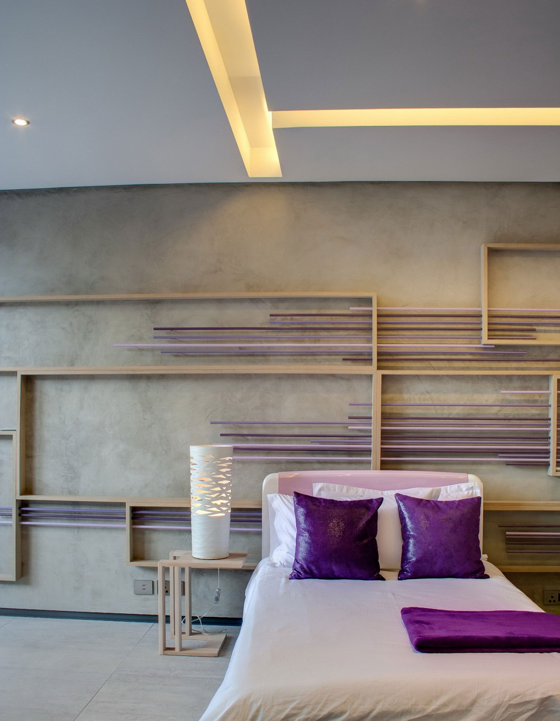 Purple bedroom design in House Sar by Nico van der Meulen Architects