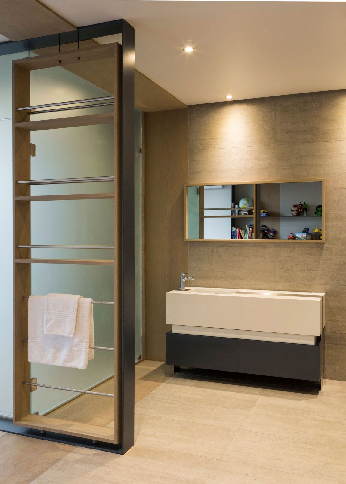Modern bathroom furniture in House Sar by Nico van der Meulen Architects