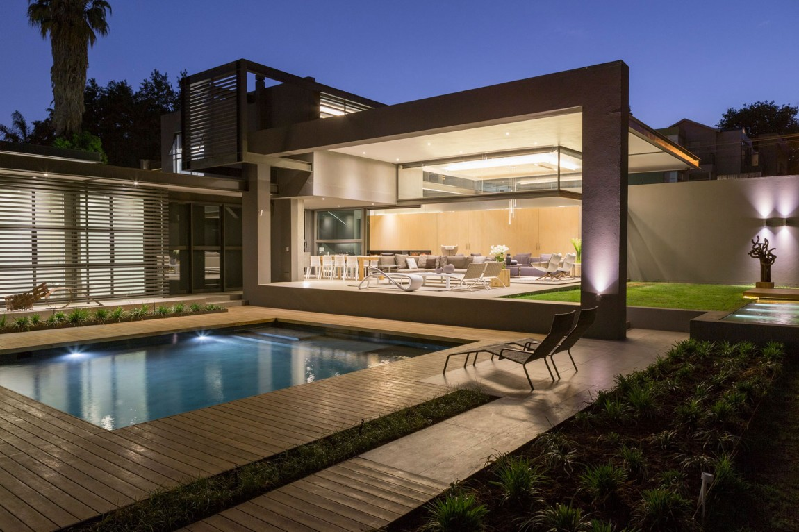 Open terrace of house sar by nico van der meulen architects at night