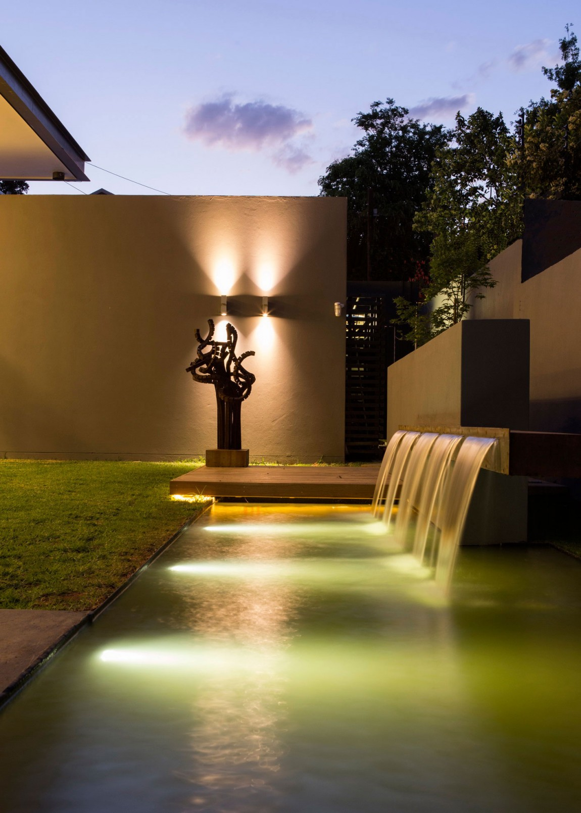 Outdoor swimming pool at night in House Sar by Nico van der Meulen Architects