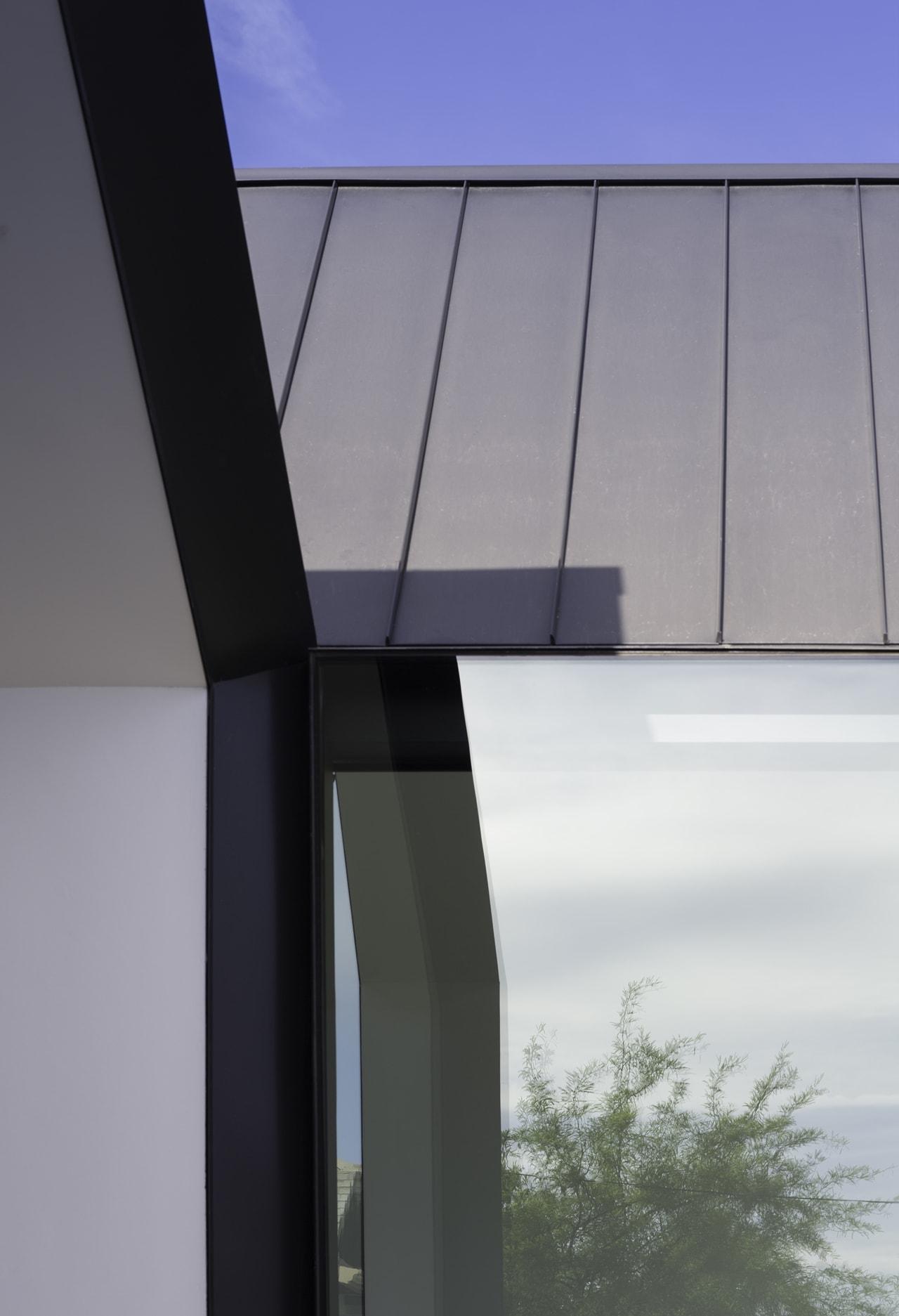 Modern facade by Chen + Suchart Studio
