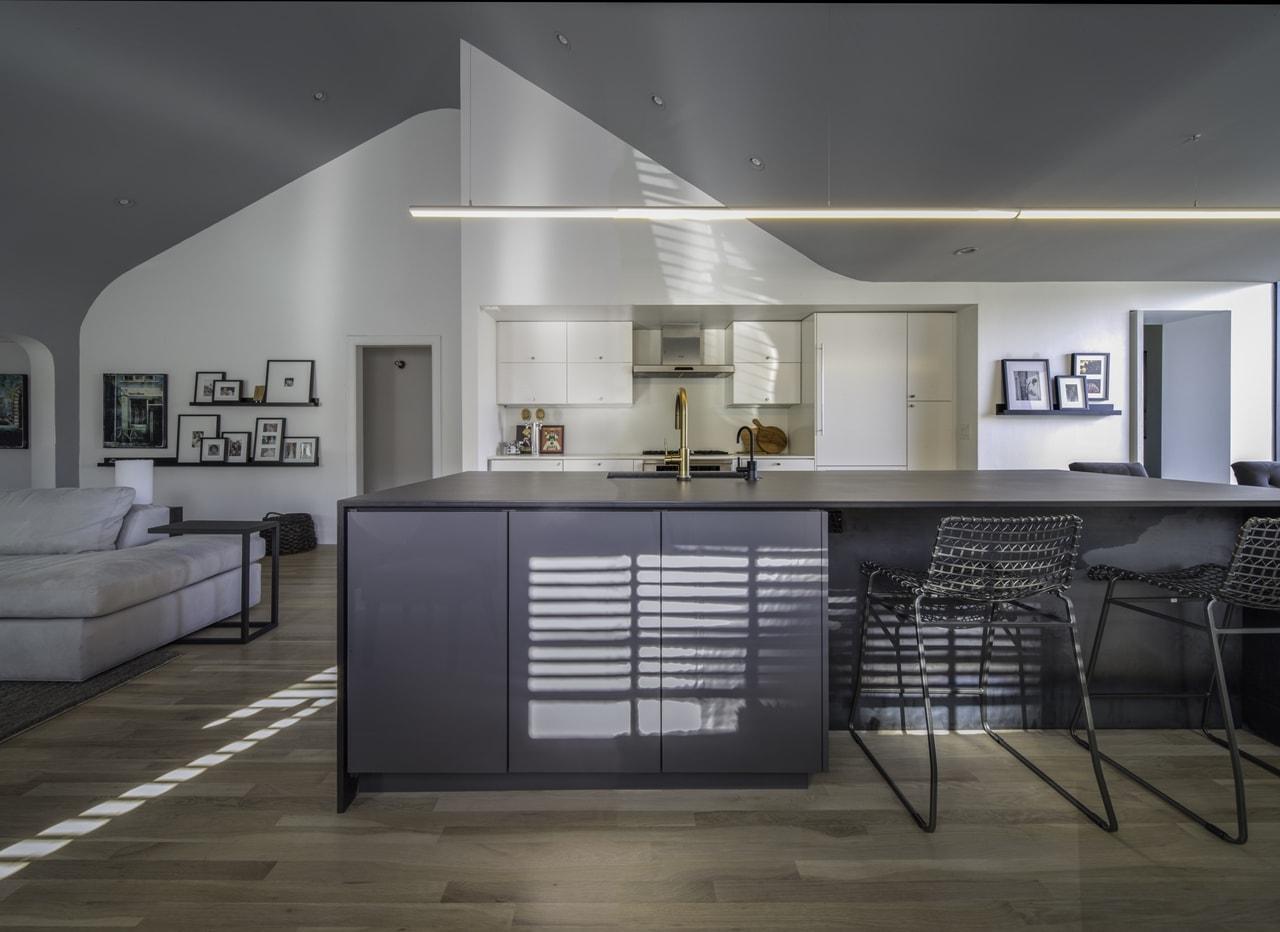 Modern kitchen by Chen + Suchart Studio