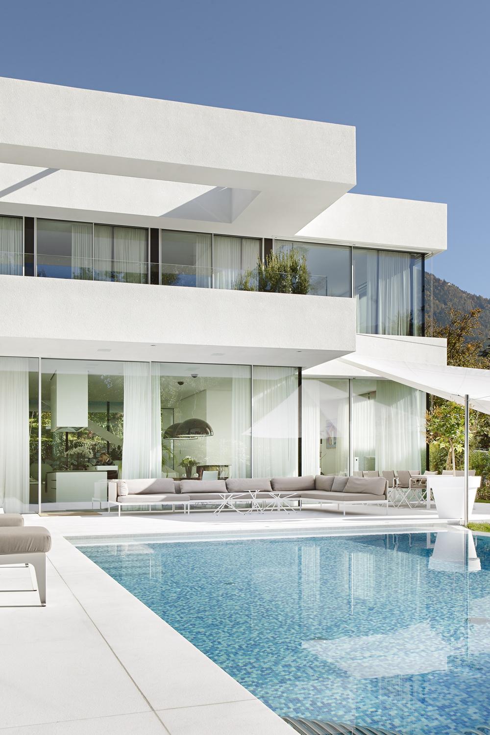 ... In Best Exterior House Design Ideas Courtesy Of Monovolume Architecture  + Design White Concrete And Glass Exterior Facade