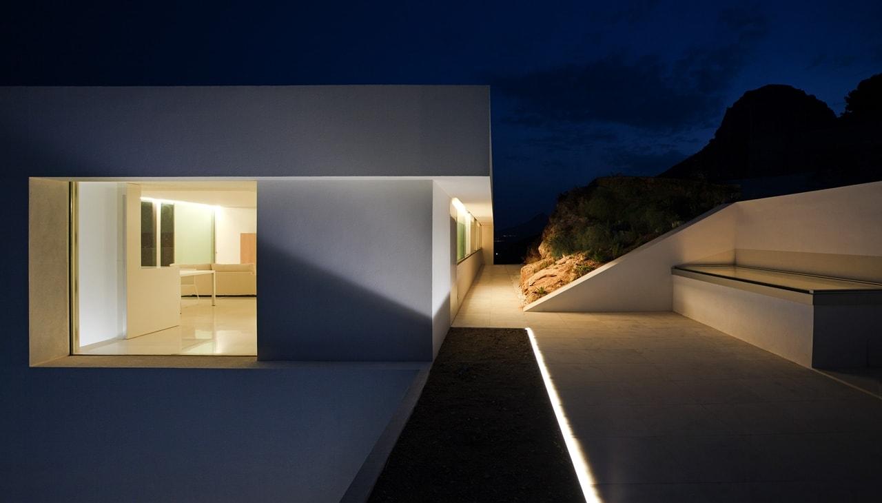 Minimalist house design breathtaking home on the cliffs for Minimalist design definition