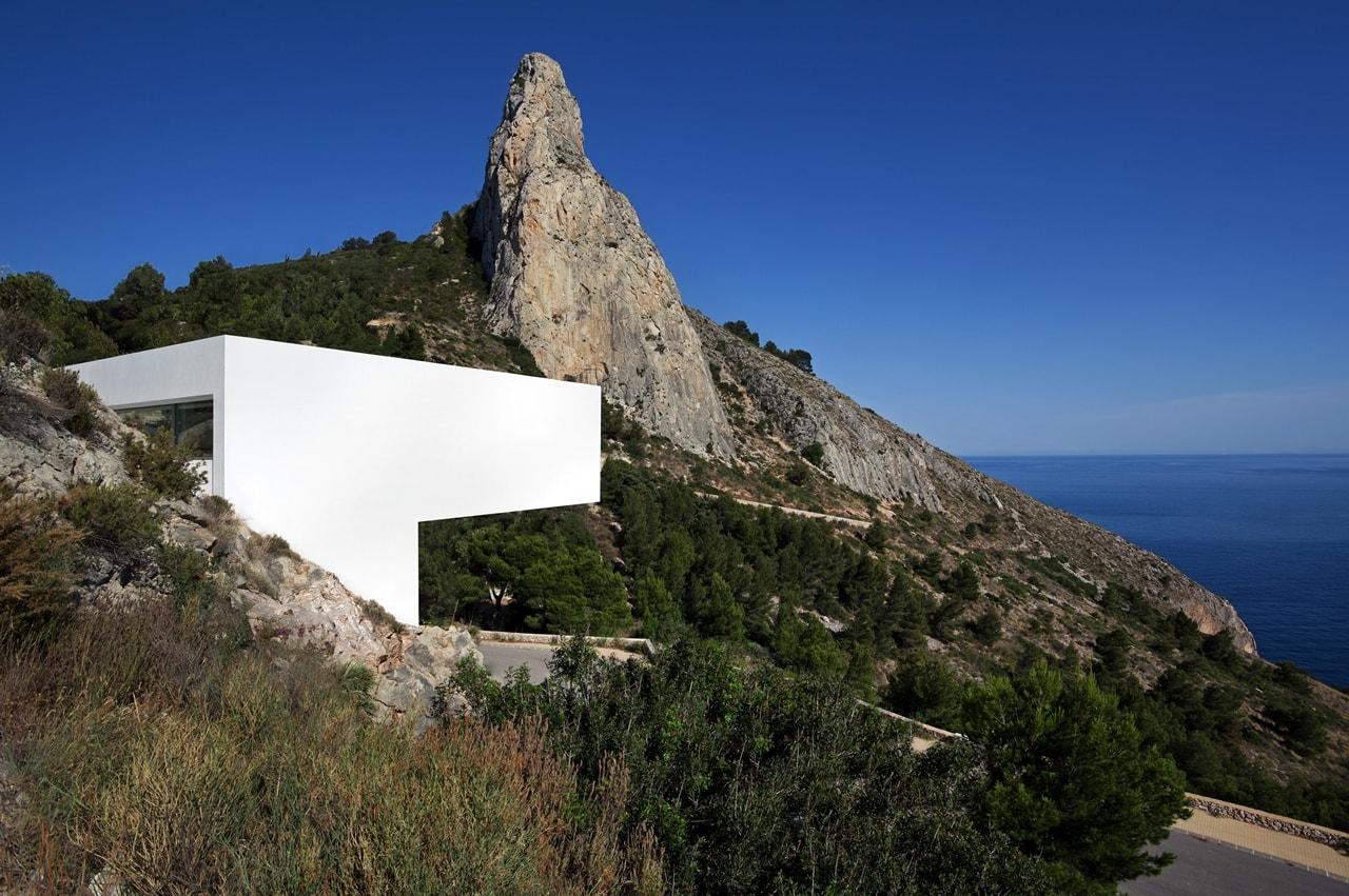 Minimalist House Design Breathtaking Home On The Cliffs