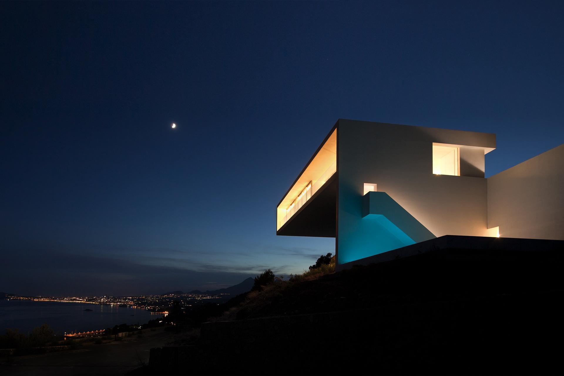 Minimalist house design breathtaking home on the cliffs for Minimalist house design 36 72