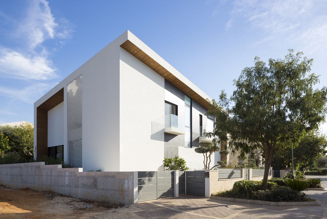 simple modern home by Sachar-Rozenfeld Architects