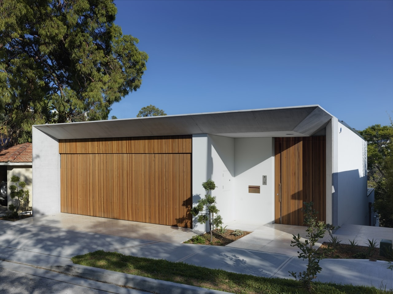 This House Design On Sloped Land Highlights All Benefits ...